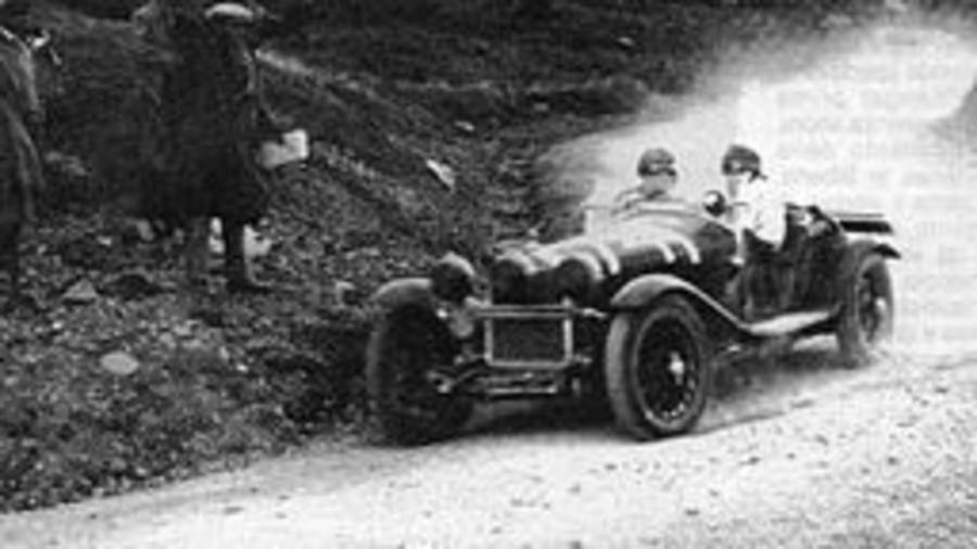 Achille Varzi su Alfa Romeo alla Mille Miglia del 1930